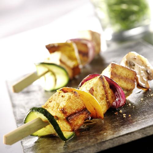 Recette culinaire : brochettes de tofu aux légumes